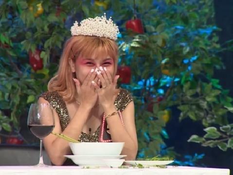 Cô gái ăn hơn 100 trái ớt cùng lúc khiến Hari Won ''xây xẩm''