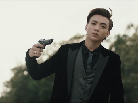 Soobin Hoàng Sơn hé lộ bị ám ảnh vì cảnh tự sát trong MV mới
