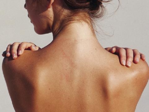 7 nguyên nhân gây ra mụn ở lưng và ngực ở phái nữ