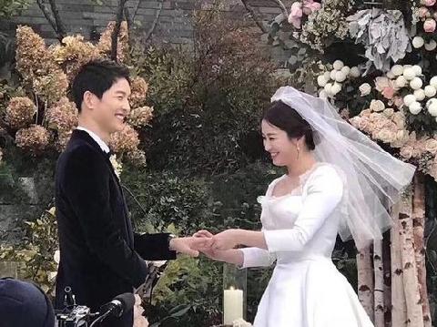 Song Hye Kyo và Song Joong Ki ly hôn vỏn vẹn trong 5 phút