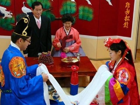 Cô dâu Việt bị môi giới Hàn quảng cáo 'biết phục tùng, còn trinh'