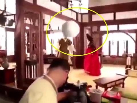 Clip: Tai nạn phim trường kinh hoàng 'nhất lịch sử' Hàn Quốc