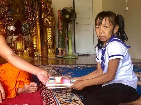 Bé gái Campuchia 10 tuổi già như bà lão 60