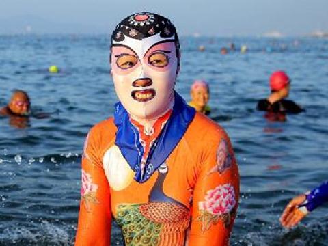 Bikini gợi cảm 'chào thua' thời trang đi biển kiểu mới của hội chị em