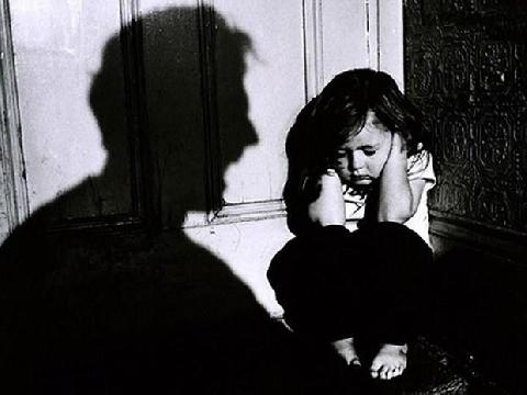 Tạm giữ người đàn ông dâm ô bé gái 10 tuổi trong thang máy