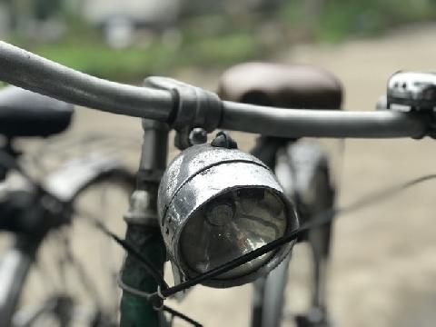 Giao hàng đến cửa nhà, shipper tiện tay cuỗm luôn xe đạp