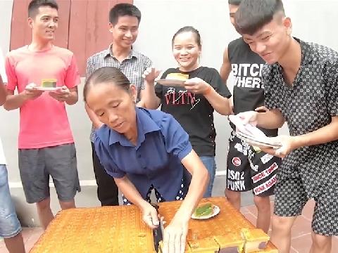 Bà Tân Vlog gây choáng với chiếc Bánh Trung Thu Siêu To Khổng Lồ 50Kg