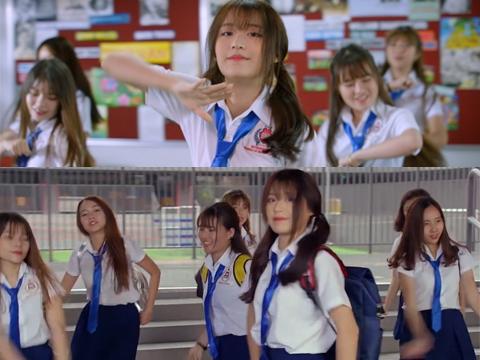 'Tuổi Học Trò' - OST phim 'Siêu Quậy Có Bầu' gây thương nhớ về thời áo trắng
