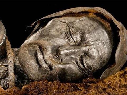 Xác ướp người đàn ông 2.000 năm còn nguyên bộ râu