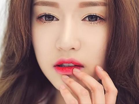 Cách đánh son lòng môi căng bóng chuẩn hot girl Hàn Quốc