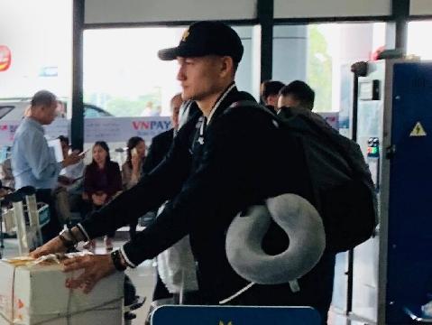 Sau trận gặp Thái, Đặng Văn Lâm hối hả về Nga thăm nhà