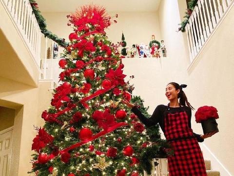 Phạm Hương khoe cây thông Noel siêu to khổng lồ trong dinh thự tại Mỹ