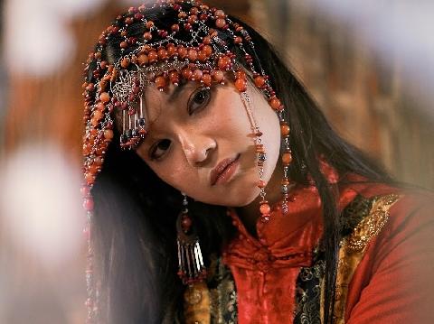 Hoàng Yến Chibi lần đầu live ''Cánh hoa tổn thương'' siêu ngọt