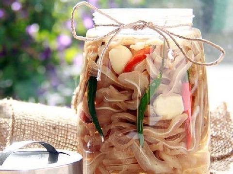 Nhâm nhi ngày tết với món tai heo ngâm chua ngọt