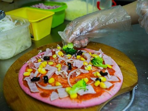 Món pizza thanh long độc lạ xuất hiện trong mùa dịch corona