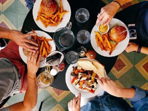 5 hành động tuyệt đối không nên làm sau bữa ăn