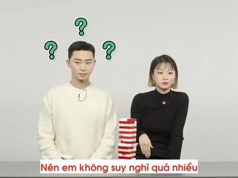 Cặp đôi chính Tầng Lớp Itaewon chơi 'xếp hình' khiến khán giả cười bò