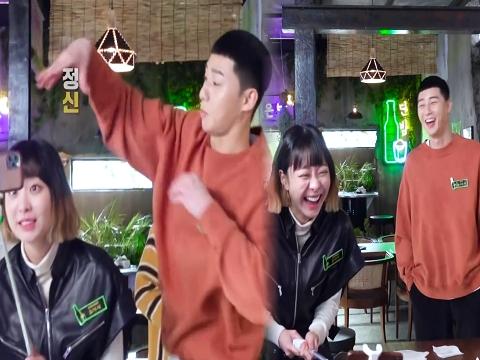 Hậu trường 'Tầng Lớp Itaewon': Park Seo Joon trêu đùa 'điên nữ' vì quên lời thoại