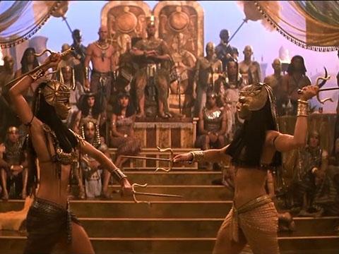 Đỏ mắt với trận đánh tuyệt đẹp của hai nữ thần Ai Cập