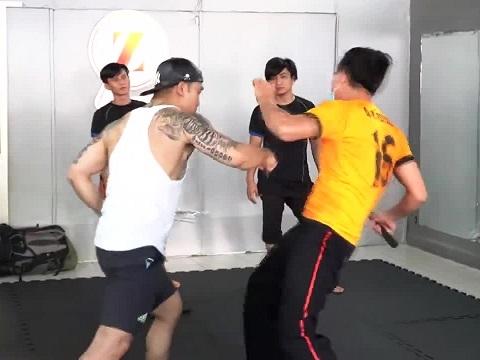 Lộ cảnh luyện tập đánh võ của Ưng Hoàng Phúc cho 'Ông Trùm 3'
