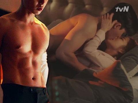 Clip 'phòng the' dữ dội của tình cũ Lee Min Ho bất ngờ được 'đào mộ'