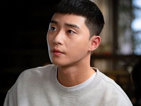 Park Seo Joon bất ngờ đến thăm Itaewon, khoe mặt mộc cực hài