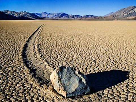 Giải mã bí ẩn về hòn đá chạy ở Thung lũng Chết