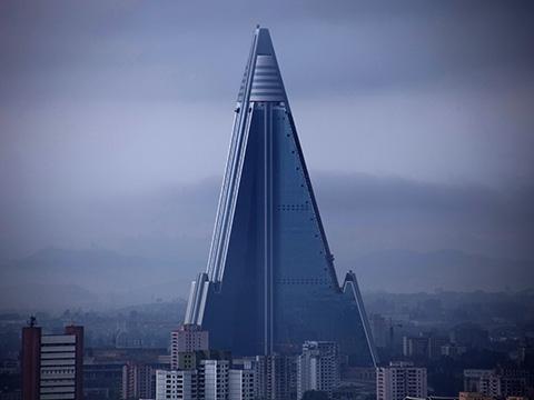 Khám phá khách sạn hoang bí ẩn lớn nhất Triều Tiên