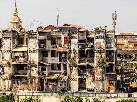 Cận cảnh khu tàn tích đổ nát tới đáng sợ ở Campuchia