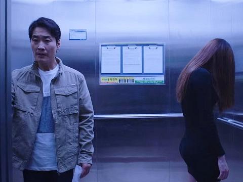 Phim ngắn kinh dị: Cô gái trong thang máy
