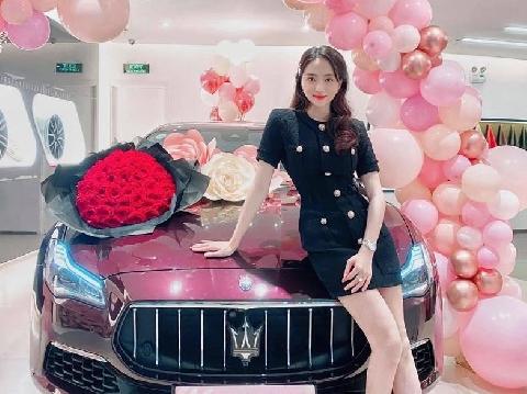 Phát hờn xem Hoa Hậu Hương Giang khoe siêu xe bạc tỷ do đại gia tặng
