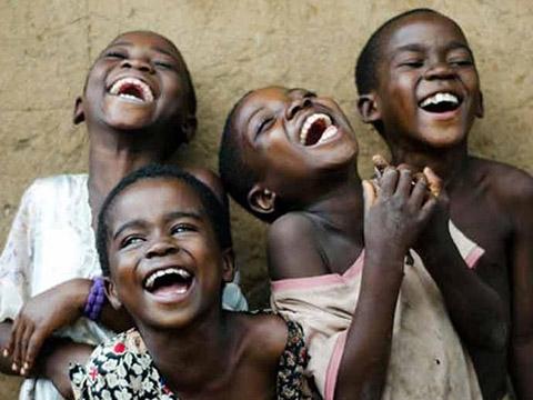 Bí ẩn dịch bệnh cười hàng nghìn người cười ngất vì mệt