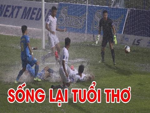 Những pha 'tấu hài' dưới mưa của bóng đá Việt Nam